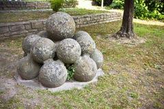 Palle di cannone di pietra medievali del castello Italia-Toscana-p di Vicopisano Fotografia Stock Libera da Diritti