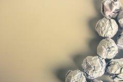 Palle di carta su fondo in bianco Fotografia Stock