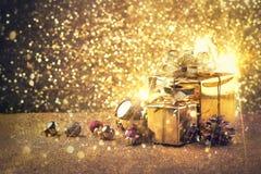 Palle di celebrazione di Natale e del buon anno e l'altra decorazione Immagine Stock