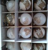 Palle di Christmass nella scatola fotografia stock libera da diritti