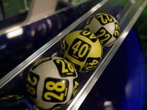 Palle di lotteria durante l'estrazione Immagini Stock Libere da Diritti