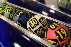 Palle di lotteria durante l'estrazione Fotografie Stock