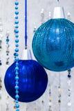 Palle di natale di Big Blue in inetior immagine stock libera da diritti