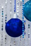 Palle di natale di Big Blue in inetior fotografia stock
