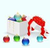 Palle di Natale che si trovano in una scatola bianca Fotografia Stock Libera da Diritti