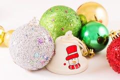 Palle di Natale con fondo bianco Fotografie Stock Libere da Diritti