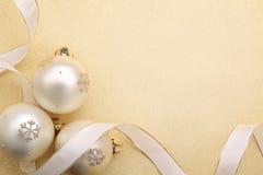 Palle di Natale con il nastro Fotografia Stock Libera da Diritti