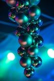 Palle di Natale con la riflessione su bello colore vago del fondo Fotografia Stock Libera da Diritti