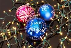 Palle di Natale sulle luci elettriche Immagine Stock Libera da Diritti