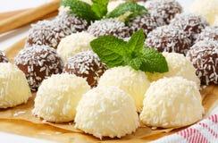 Palle di neve della noce di cocco del cioccolato Fotografie Stock Libere da Diritti