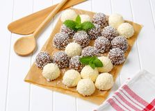 Palle di neve della noce di cocco del cioccolato Fotografia Stock