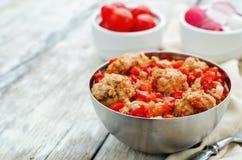 Palle di pesce in salsa al pomodoro immagini stock libere da diritti