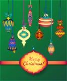 Palle di vetro di Buon Natale su fondo verde Nastro ed etichetta per testo Immagini Stock