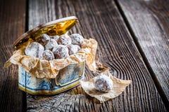 Palle dolci del cacao con il latte di polvere fotografia stock