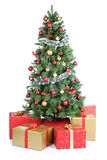 Palle dorate della decorazione attuale dei regali dell'albero di Natale isolate sopra Immagini Stock Libere da Diritti