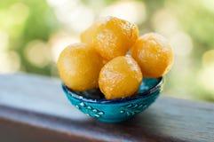Palle fritte dolce della pasta con miele Fotografia Stock