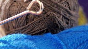 Palle grige e blu del filato con i raggi, rotazione video d archivio