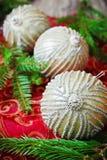 Palle luminose dell'albero di Natale Immagini Stock