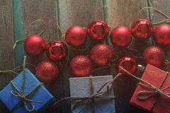 Palle rosse sul di legno Fotografia Stock