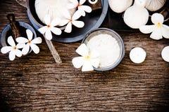Palle tailandesi della compressa di massaggio della stazione termale, palla di erbe e stazione termale di trattamento con il fior Immagini Stock