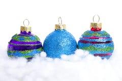Palle variopinte di Natale di scintillio sopra fondo bianco Fotografia Stock
