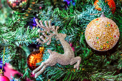 Palle variopinte sull'albero di Natale Fotografie Stock