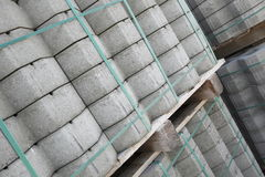 Pallet dei blocchi di pietra Immagini Stock