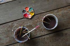 Palletes e escovas de pintura Fotos de Stock