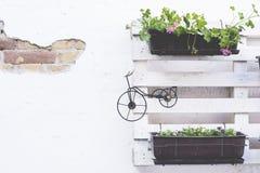 Palletideeën voor het tuinieren Stock Foto's