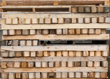 Pallets en hout royalty-vrije stock afbeeldingen