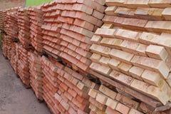 Pallets rode baksteen Stock Foto