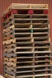 Pallets tegen Schuur 4 Stock Foto's