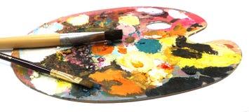 Pallette с щетками на белой предпосылке Стоковое Изображение