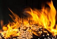 Pallina di legno bruciante immagini stock