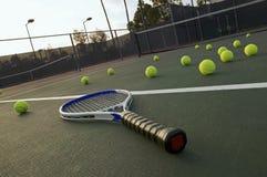 Palline da tennis e racchetta Immagini Stock