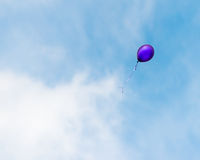 Pallone che galleggia via Fotografie Stock Libere da Diritti