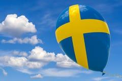Pallone con l'immagine della bandiera nazionale della Svezia, volante attraverso il cielo blu 3D rappresentazione, illustrazione  royalty illustrazione gratis