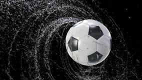 Pallone da calcio che emette giro rapido delle gocce di acqua, con la maschera di rgb, animazione di 4k 3d illustrazione vettoriale