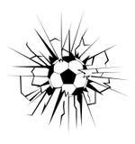 Pallone da calcio che viene in parete incrinata Fotografie Stock Libere da Diritti