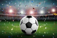 Pallone da calcio con stadio di calcio ed il fondo dei coriandoli Immagine Stock