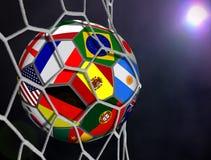 Pallone da calcio con Team Flags nella rete di scopi Immagine Stock Libera da Diritti