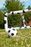 Pallone da calcio e scopo del bambino Immagini Stock Libere da Diritti