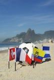 Pallone da calcio internazionale Rio de Janeiro Brazil delle bandiere di paese di calcio Immagini Stock Libere da Diritti