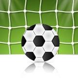 Pallone da calcio sulla griglia del fondo Mondo del Brasile Immagini Stock