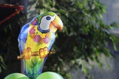Pallone dell'elio del pappagallo del fumetto Fotografie Stock Libere da Diritti