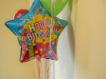 Pallone dell'elio di buon compleanno Fotografie Stock