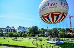 Pallone di Bournemouth ai giardini più bassi un giorno di estate Fotografie Stock
