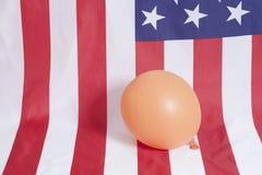 Pallone gonfiabile sul fondo della bandiera americana Fotografia Stock Libera da Diritti