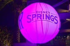Pallone rosa illuminato della primavera di Disney nel lago Buena Vista fotografia stock libera da diritti