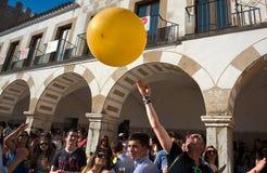 Pallone sopra la folla Immagini Stock